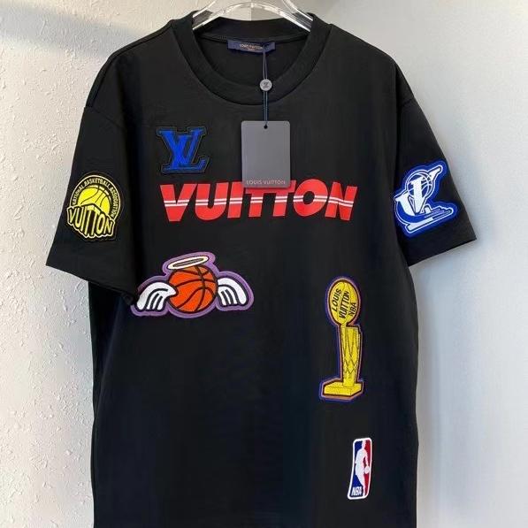 루이비통 NBA콜라보 로고 와펜 반팔 티셔츠 - 레플킹