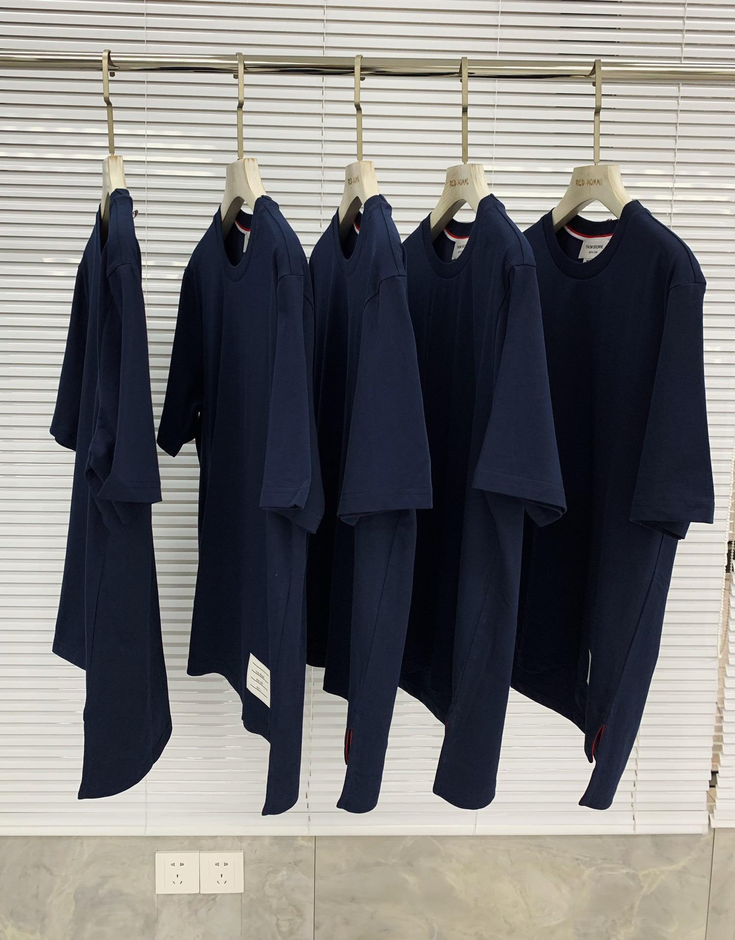 톰브라운 사이드 슬릿 라운드 반팔티셔츠 - Repleking